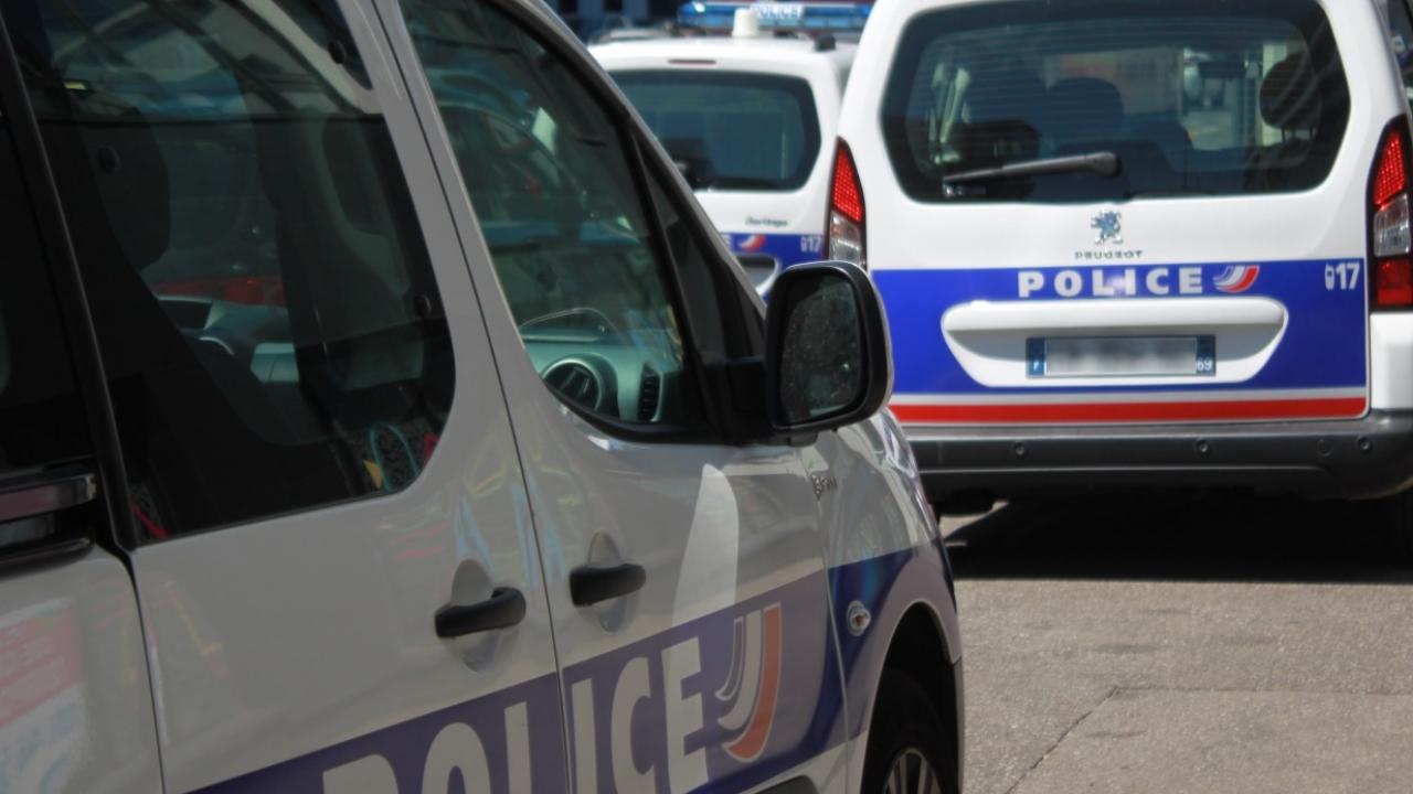 Le nouveau bureau de police de la villeneuve grenoble d grad la nuit du r veillon for Police grenoble