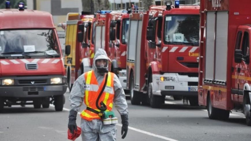 Un camion-citerne rempli de produits chimiques se renverse près de Grenoble
