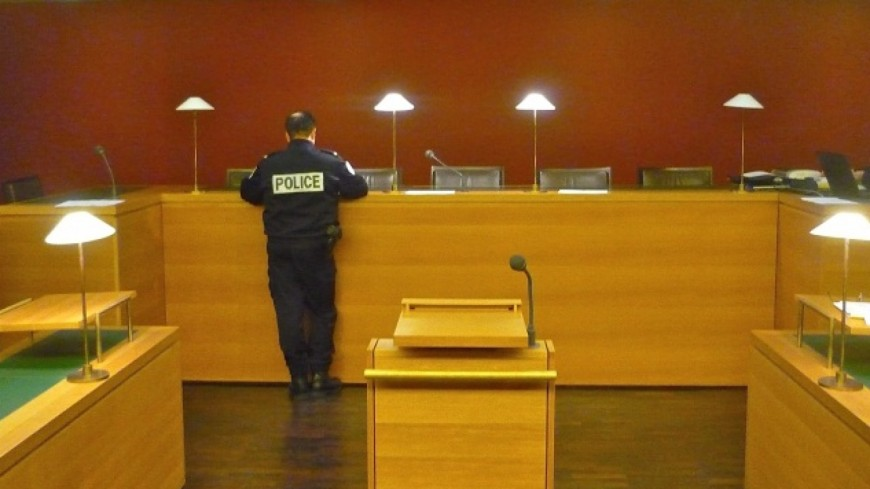 Etudiante éborgnée à Grenoble : quatre policiers jugés dès ce lundi