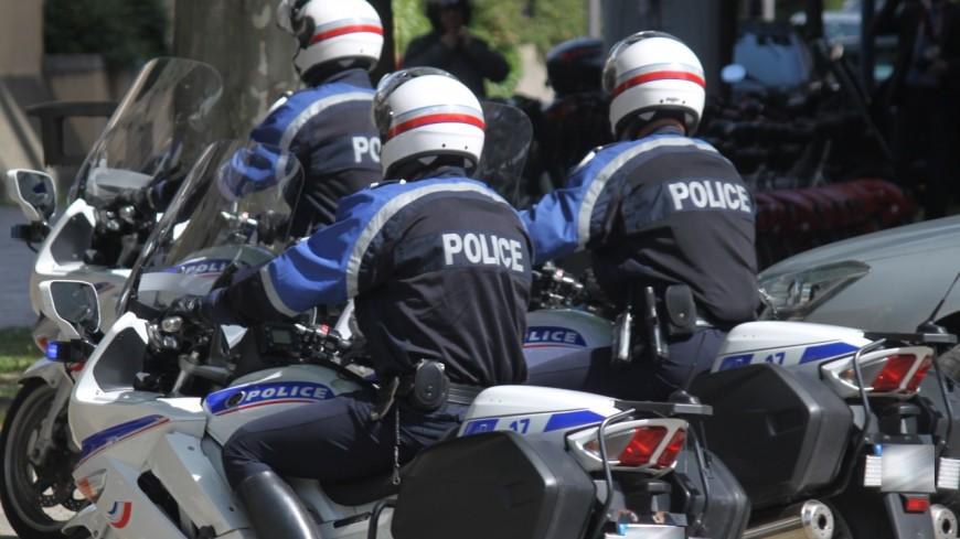 Deux policiers renversés par un scooter à Grenoble