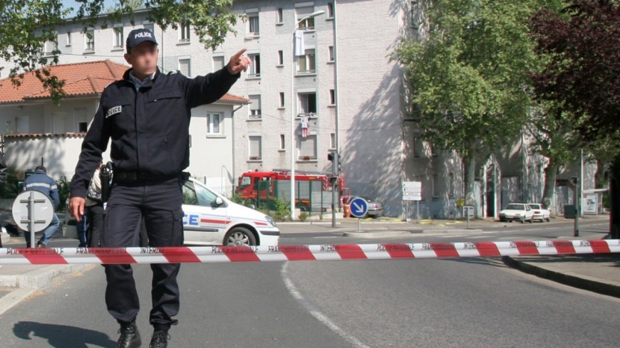 Grenoble: un homme chute du deuxième étage lors d'une dispute