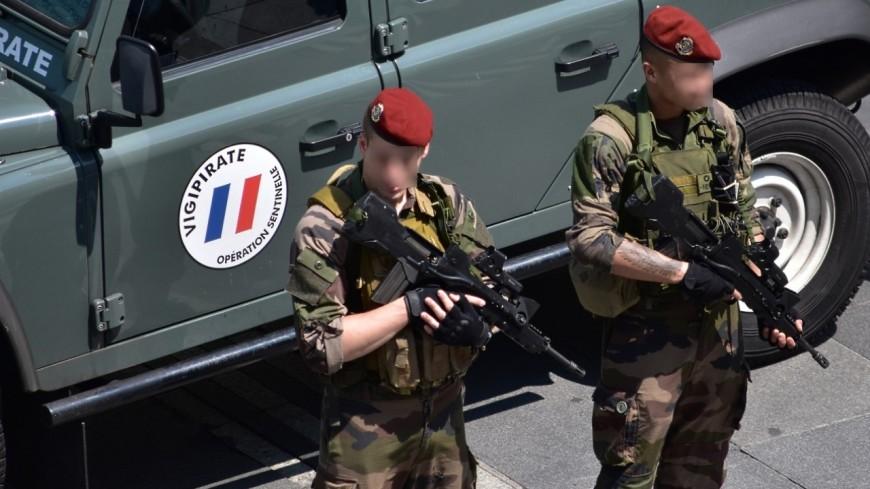 Grenoble: elle menace des militaires avec une arme factice