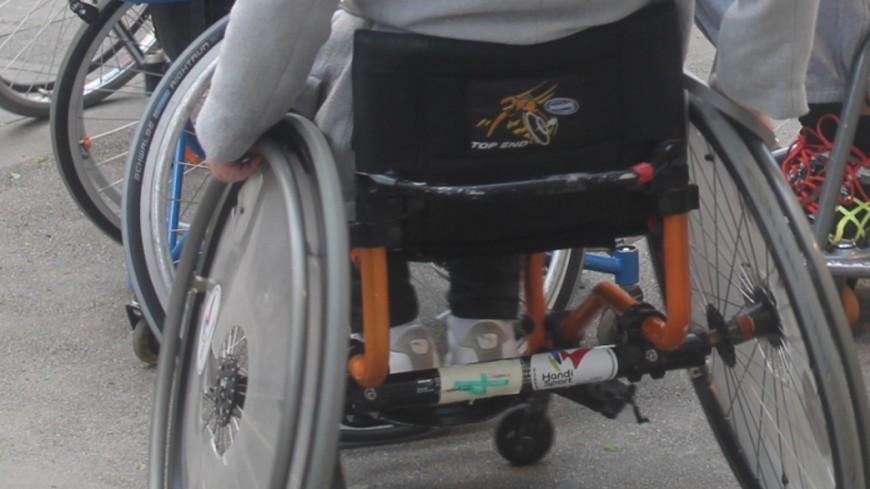 Grenoble : en fauteuil roulant, il emménage chez son bailleur social
