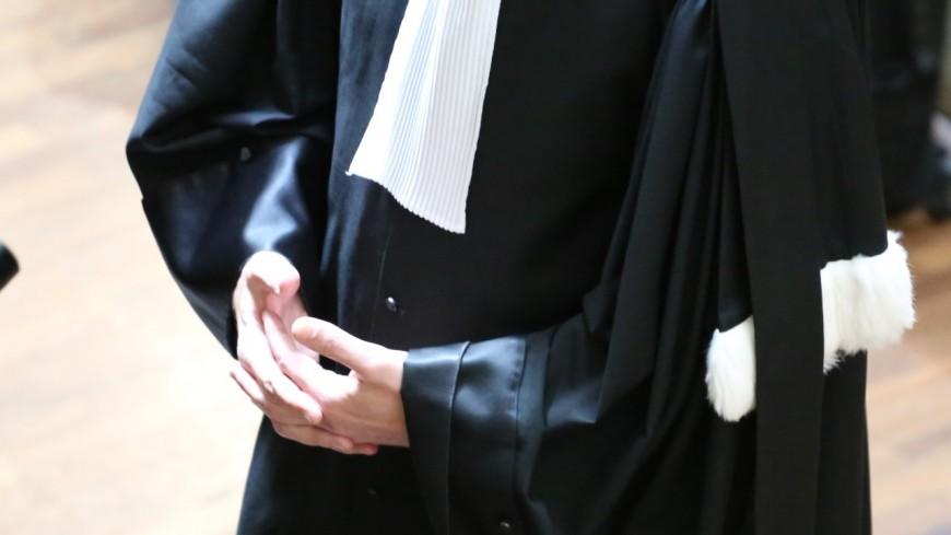 Etudiante éborgnée à Grenoble : prison avec sursis requis contre quatre policiers