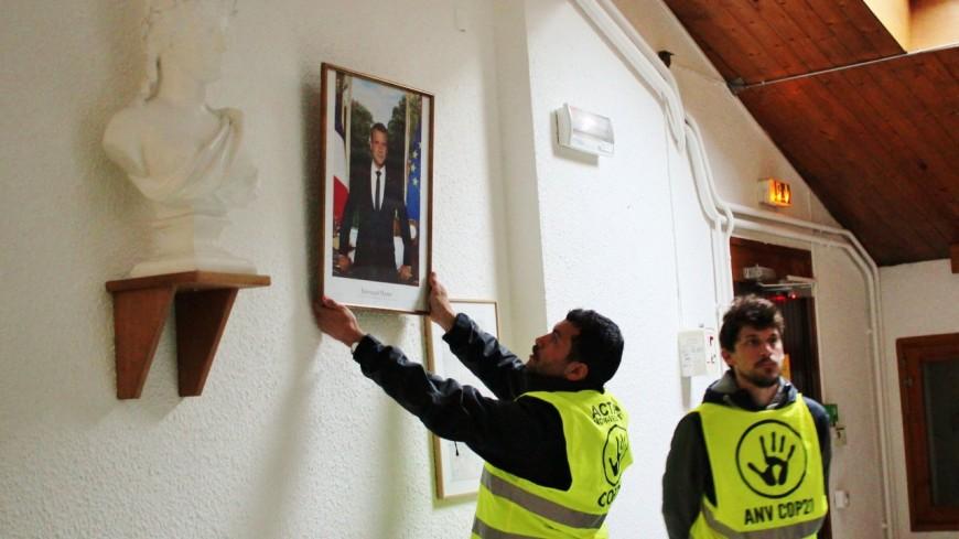 Poisat : le portrait d'Emmanuel Macron volé à la mairie