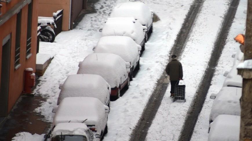 Neige en Isère : des milliers de foyers privés d'électricité