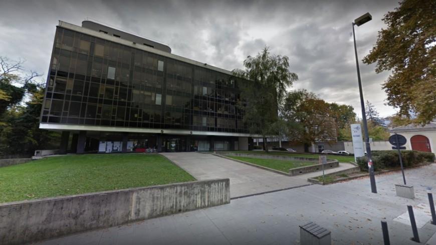 Grenoble : des enseignants s'introduisent dans le rectorat contre la réforme Blanquer