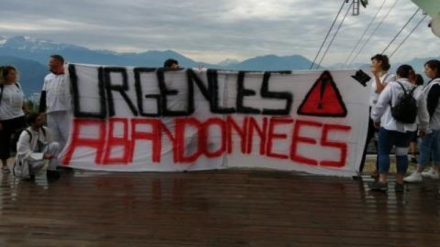 Grenoble : la grève du personnel des urgences continue depuis la Bastille