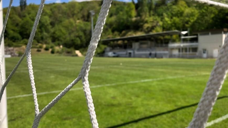 Grenoble : un terrain de foot dégradé par un rodéo