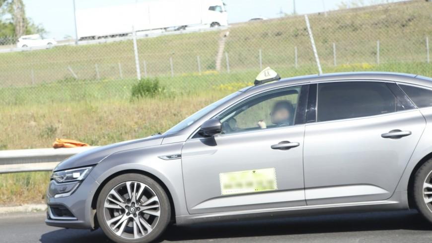 Isère : le permis du taxi suspendu, le client reprend le volant