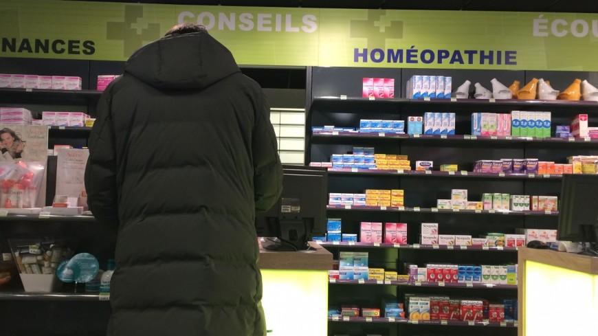 Coronavirus : la Région va verser 500 euros aux pharmacies de Grenoble pour installer des vitres en plexiglas