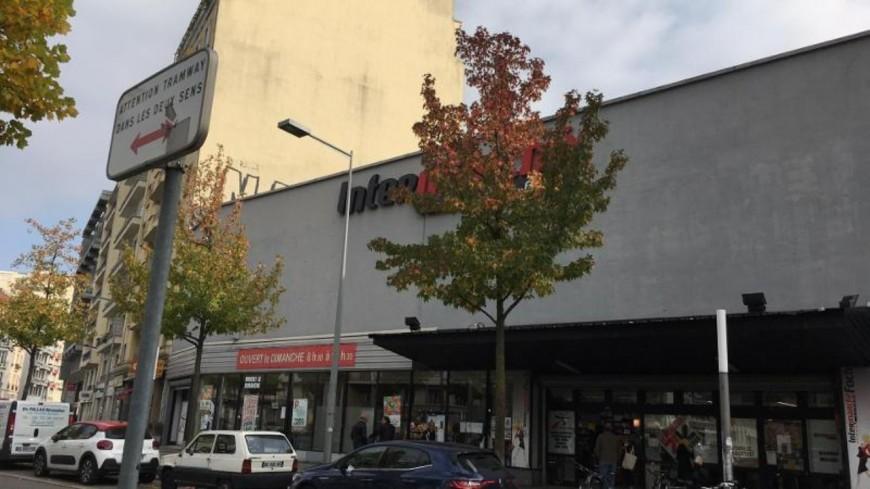 GRENOBLE - Un employé de supermarché poignardé dans le centre-ville