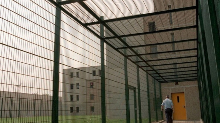 SAINT-QUENTIN-FALLAVIER - Devant la prison, des vandales incendient des voitures