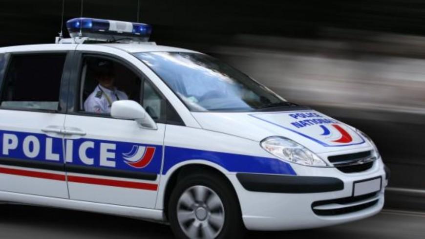 GRENOBLE - Deux individus en scooter menacent une automobiliste avec un pistolet