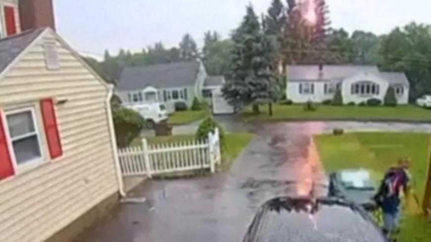 Un homme échappe à la foudre de quelques centimètres ! (vidéo)
