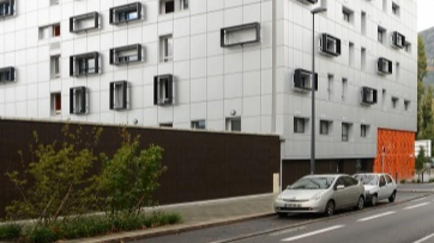 GRENOBLE - Dans une résidence étudiante, un jeune de 20 ans tombe du 9ème étage