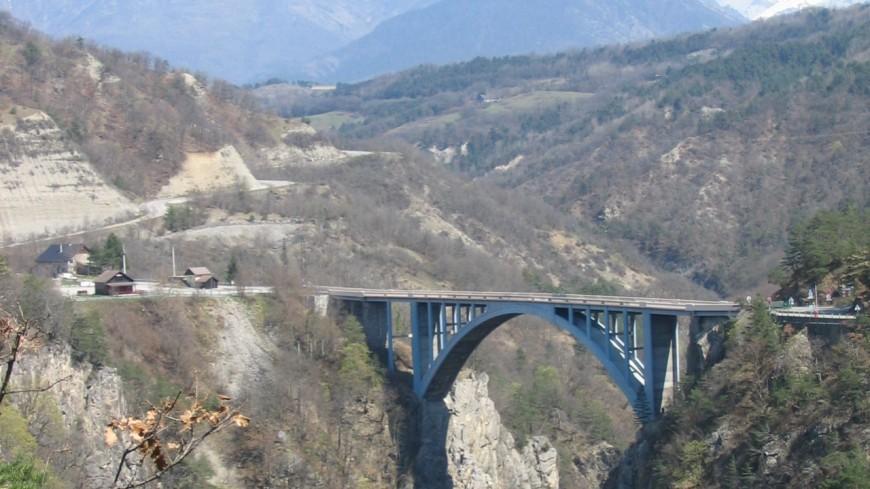 ISÈRE - Le cadavre d'une femme trouvé au pied d'un pont