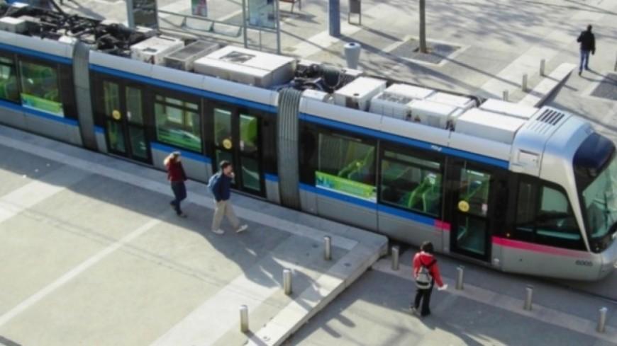 Grenoble : encore une vitre du tramway brisée par un jet de pierres