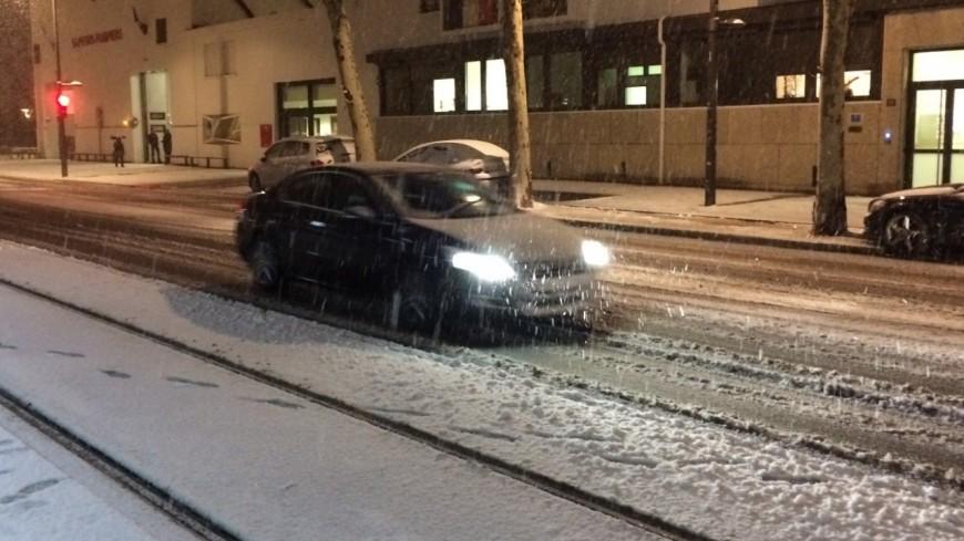 Grenoble : de nombreux axes paralysés à cause de la neige