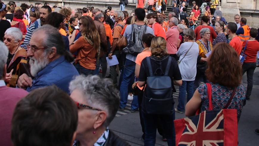 Grenoble : plus de 200 personnes solidaires avec les migrants et l'Aquarius