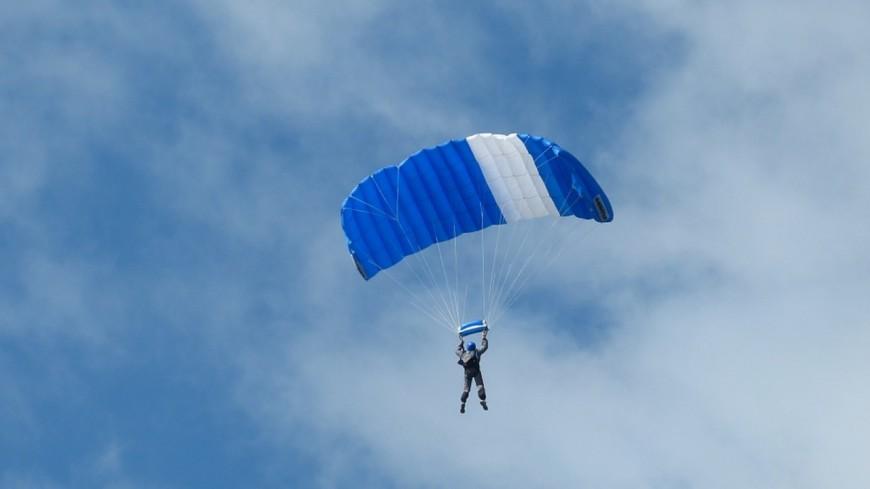 Saint-Hilaire-du-Touvet: un parachutiste chute de 10 mètres