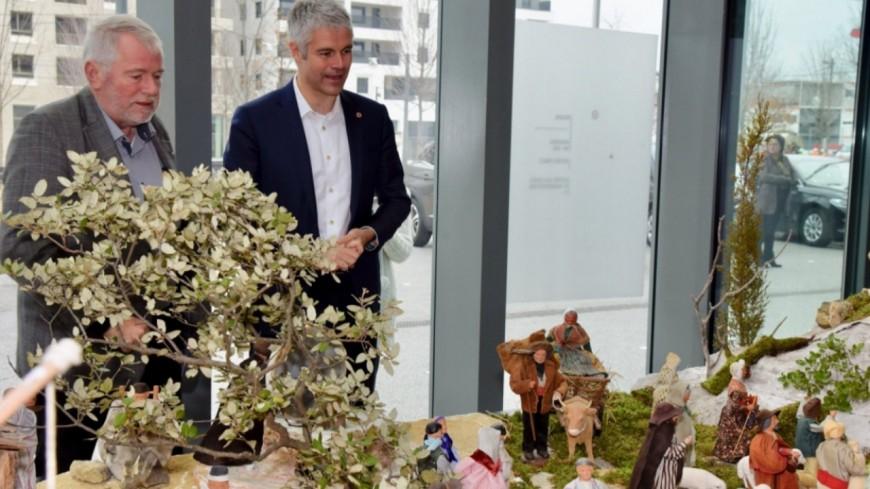 """Condamné pour sa crèche de Noël à la Région, Laurent Wauquiez présente une """"exposition de santonniers"""""""